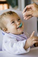 Quel est le processus pour l'introduction des aliments solides dans l'alimentation d'un nourrisson?