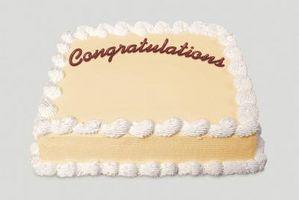 Comment décorer un gâteau de félicitations