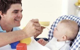 Les meilleurs premiers aliments pour nourrir un bébé