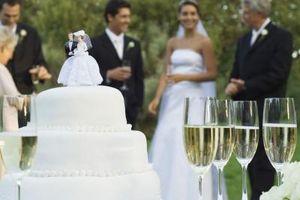 Comment garder un gâteau de mariage avec Buttercream Icing de fusion dans le Soleil