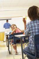 Discipliner enfants à la maison pour avoir des ennuis à l'école