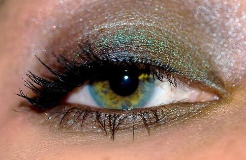 Comment utiliser le maquillage mettre en évidence les yeux