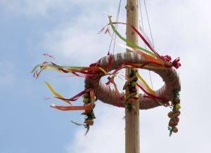 Comment faire une fleur de la Couronne pour le Festival Maypole