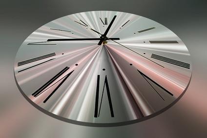 Comment définir la zone sur une horloge atomique