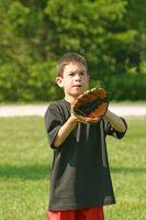 Comment aider un enfant attraper une balle
