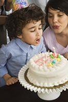 Comment décorer un gâteau d'anniversaire Simple