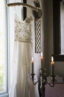 Comment Embellissez une robe de mariée avec des perles