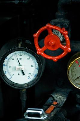 Des expériences pour mesurer la pression et force nécessaire pour écraser un objet