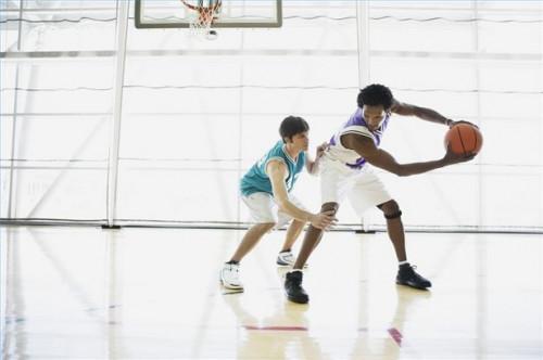 Comment être en position défensive adéquate dans Basketball