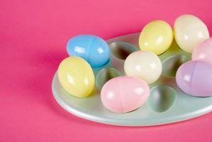 Que puis-je faire avec plastique oeufs de Pâques pour Activités préscolaires?