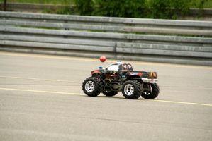 Comment construire une piste de course extérieure pour voitures télécommandées