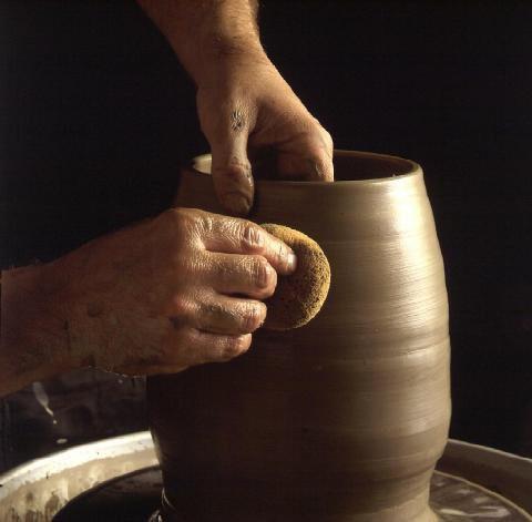Comment travailler avec Moist Pottery Clay