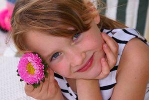 Cadeaux mignons de fille de fleur