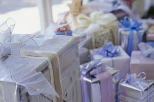 Des idées pour décorer un panier-cadeau de mariage