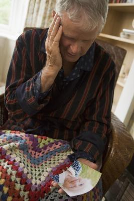 Activités de groupe pour les personnes âgées qui ont perdu un conjoint