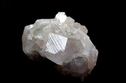 Quelles sont les utilisations de fluorite et de gypse?