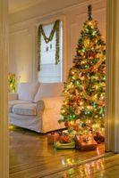 Comment accrocher les lumières de Noël sur un Grand Spruce Tree