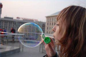 Comment se forme une bulle de savon?